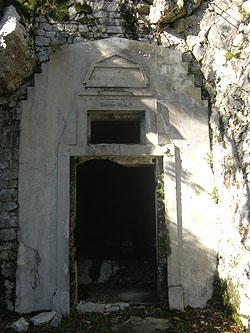 caverna con una monumentale entrata