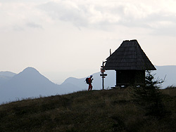 Rifugio Brioschi e la chiesetta Santa Maria dei Sentieri