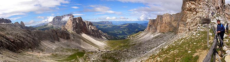 Panorama dal passo Crespeina verso la Val Chedul