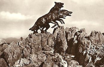 """Monumento ai """"Lupi"""" di Toscana"""