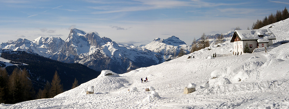 Rifugio Città di Fiume circondato dalle Dolomiti