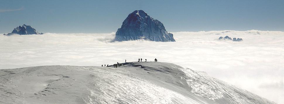Mare di nubi, dalla cima del monte Neddis verso il Sernio