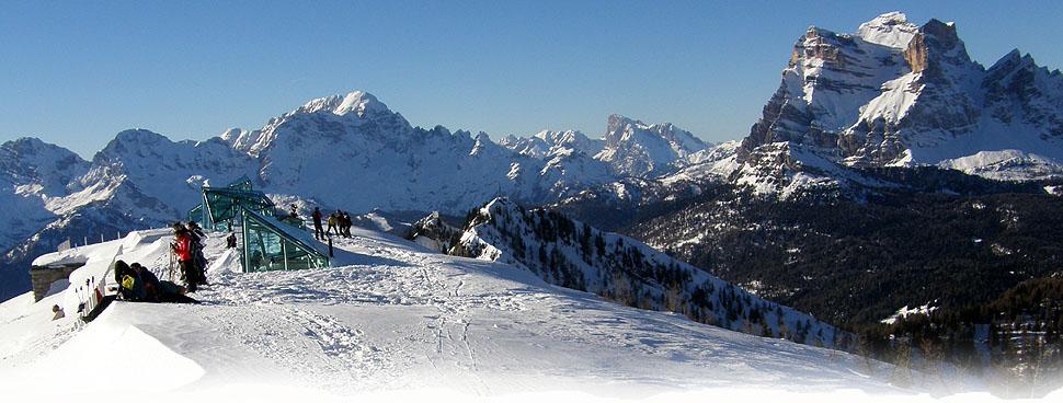 Panorama dal monte RITE: la CIVETTA, la MARMOLADA ed il PELMO