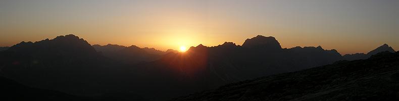 L'alba dal rifugio Averau