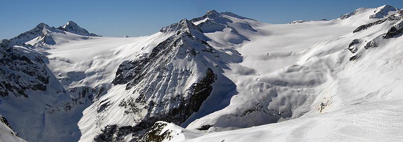 Panorama verso i ghiacciai Adamello e Lobbia