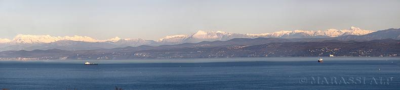 Le Alpi Giule viste dal mar Adriatico