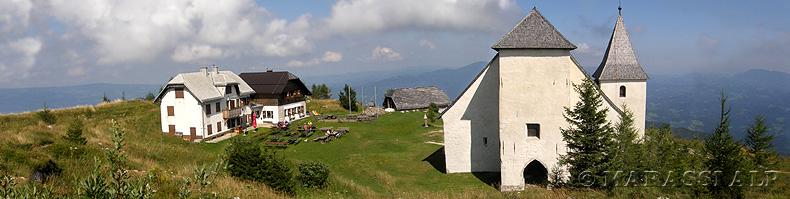 Chiesa e rifugio sul monte Uršlja Gora
