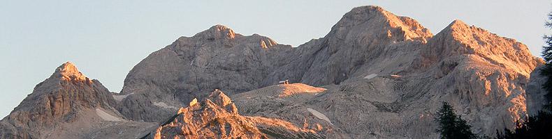 L'alba sul Tricorno