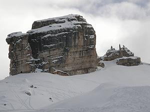 Il Bivacco della Pace ed il monte Castello