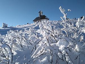 La chiesetta del Redentore sulla vetta del monte Matajur